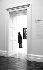 A view of a viewing. (New Street Circus) Tags: street door new light portrait woman white black london museum lady painting square photography hall gallery circus candid leicester trafalgar stranger viewer nationalportraitgallery