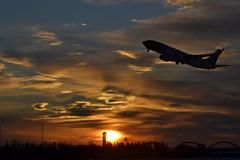 Soloppgang på OSL / Sunrise at OSL Gardermoen (Inger Bjørndal Foss) Tags: norway sunrise airplane osl gardermoen