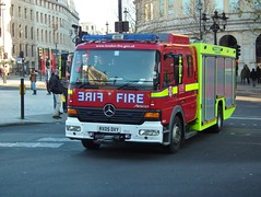 LFB FRU19 (kenjonbro) Tags: 2005 uk red england rescue cold london westminster fire trafalgarsquare freezing mercedesbenz battersea 19 charingcross brigade sw1 unit atego londonfirebrigade kenjonbro fru19 rx05dxy fujifilmfinepixhs10 h276 fireandrescueunit