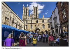 Exchequer Gate, Lincoln (Paul Simpson Photography) Tags: lincoln lincolncathedral lincolnshire exchequergate city tourism market imageof imagesof paulsimpsonphotography photoof photosof sonya77 stone summer august2016 people shopping viewsoflincoln tourists history historic