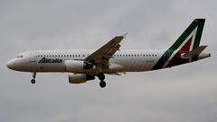 Alitalia Airbus A320-216 EI-DSY Profile (Mark 1991) Tags: london heathrow airbus lhr heathrowairport alitalia a320 londonheathrow a320200 eidsy