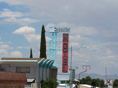 Route 66, Kingman, Ariz. (Dan_DC) Tags: vintagemotelsigns route66 kingman arizona motel orchardinn neon sign