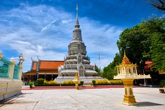 King and Queen Stupa (pkrippler) Tags: cambodia kambodscha
