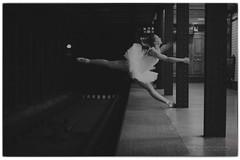 Balett (Beinhauer) Tags: balett beinhauerphotography budapest metro blackandwhite