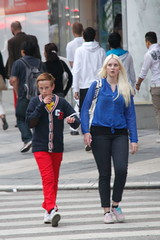 Estocolmo_592 (Pancho S) Tags: girls people woman streets girl donna europa europe chica gente sweden stockholm femme cities personas ciudades chicas sverige scandinavia donnas estocolmo calles suecia escandinavia