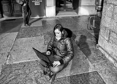 Come la tecnologia ha cambiato la ns. vita...... (concorso giornale il trentino) (nirmala176) Tags: laptop social wifi trento piazza duomo ragazza rete navigare telefonare