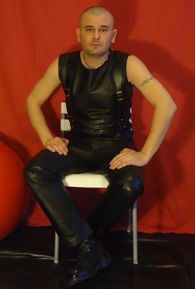 rencontre gay normandie homme musclé poilu