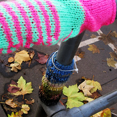 Guerrilla Knitting (Andrew Gustar) Tags: bristol knitting railings sleeve guerrilla woolly t189522012week46