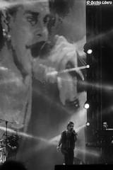 Litfiba - Un Grande Cantante [EXPLORE DROPPED] (occhio_libero (200.000 e oltre)) Tags: light summer bw italy white black june night canon torino concert italia estate bn concerto 12 giugno turin bianco nero soe notte luce 2012 mtvday canonextenderef14xii canonef70200mmf4lusm flickraward canoneos7d seebw