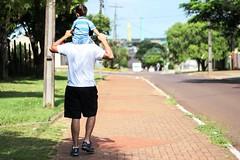 me and my life (Rodrigo Piana) Tags: summer sun walking children daddy day child son dia gustavo vero criana pai filho wal papai caminhando cascavel caminhar