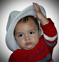 Te saludo, quitndome el sombrero. (jagar41_ Juan Antonio) Tags: argentina nikon gente nios beb nio d5100 nikond5100