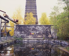 Becken (andi_heuser) Tags: park old autumn urban plant color tree tower fall abandoned industry film water sign architecture analog warning germany deutschland wasser fuji alt herbst pflanze slidefilm basin schild vegetation architektur analogue 6x7 shrub turm duisburg fujichrome farbe industrie baum strauch verlassen diafilm warnung becken mamiya7ii landschaftsparkduisburgnord rxp vuescan provia400x epsonperfectionv700 andiheuser
