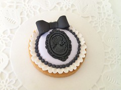 Lovely Black (Cbonbon.cookie) Tags: black cookies rose cameo lovely