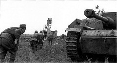 Soviet soldiers run past the knocked out German assault gun StuG.III. Kursk, 1943. (Krueger Waffen) Tags: war wwii armored waffenss panzer spg secondworldwar afv worldwartwo antitank wehrmacht sturmgeschtz stug germantank pzkpfw panzerjager assaultgun selfpropelledgun panzerjger germanarmor destroyedtank secondworldwartanks worldwartwotanks tanksofthesecondworldwar