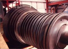 Northfork Energy Turbine Rotor (2wiice) Tags: northfork rotor combustion woodburner steamturbine turbineblades cogeneration northforkca woodwaste turbinerotor fluidbed fluidizedbed cogenerationpowerplant northforkpowerplant steamturbinerotor