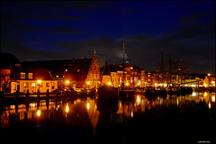 Oudt Leyden - Galgewater (leuntje (on tour)) Tags: netherlands reflections leiden nightshot tjalk platbodem flatboats ouderijn oudesingel galgewater stadstimmerwerf museumhaven historischeschepen historicalboats flatbottomedboats historiccityview watererfgoed oldcityshipyard