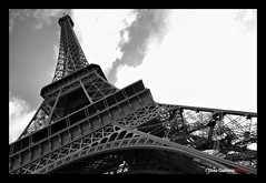 Eiffel Tower, Tour Eiffel, Torre Eiffel (DIAZ-GALIANO) Tags: paris tower canon europa europe torre tour eiffel bn 7d francia ruby2 supershot abigfave theperfectphotographer diazgaliano flickraward5 mygearandmepremium mygearandmesilver mygearandmegold mygearandmeplatinum mygearandmediamond ringexcellence dblringexcellence ruby10 ruby5 eltringexcellence rememberthatmomentlevel2 rememberthatmomentlevel3