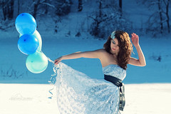 Winter Tale (Lucia Mondini) Tags: winter portrait white snow blanco azul dress retrato hiver portraiture neve invierno neige inverno azzurro bianco blanc ritratto lightblue palloncini vestito