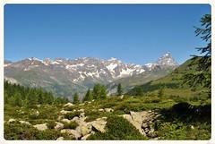 Cheneil. (GiannLui) Tags: santuario laclavalit valledaosta 20072016 2016 esposizionemanuale strada montagna altamontagna cheneil clavalit