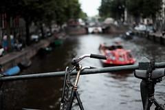 Bike at canal in Amsterdam 7 (Amselchen) Tags: bicycle amsterdam canal city bokeh dof depthoffield fuji fujifilm fujinon xt10 xf35mmf14r fujifilmxseries