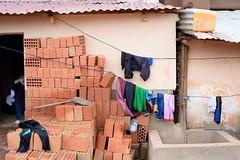 FRS2014023G02185 (ARTE CRUEL) Tags: architecture brick brique colorphotography cuzco day empty extrieur exterior greenhousegas laundry linge masonry pelle processed shovel thirdworld vide