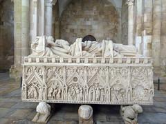 L'incredibile storia d'amore di  Ines De castro (Kalsa (m.a.mondini)) Tags: europaeurope portugal portogallo alcobaca inesdecastro se architettura architecture art leiria
