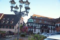 Place de la ville de Barr (Zphyrios) Tags: alsace mdival historique barr capital wine capitale des vins nikon d7000 france chandelier lampe lampadaire puits fontaine office du tourisme