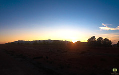 Le soleil se cachant derrire les montagnes de Mecheria (Ath Salem) Tags: algrie naama mecheria dsert montagne dcouverte tourisme nature calme coucher de soleil sunset sahara