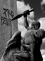 Bardolino. Statue of the Fallen (mark196611) Tags: war monument sad hero statue lake garda strong memorial fallen soldier