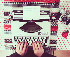51/52: Estimats Reis d'Orient (Marga Corameta) Tags: camera classic typewriter rose vintage hands letter felicetta