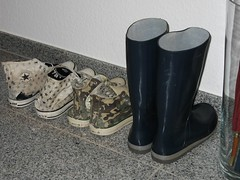chucks and wellies (yvonne_2.0) Tags: old blue festival shoes mine hole boots yvonne holes sneakers converse barefoot worn torn blau welly wellies schuhe chucks smelly galoshes rubberboots gummistiefel wellingtons gumboots leaky smelling rainboots löcher laarzen undicht wellworn regenstiefel barfus
