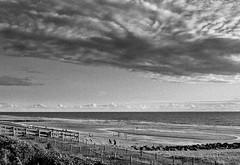 33557_168954846453834_100000179603054_617413_3651892_n (ykessel) Tags: mer sable pluie plage orage lacanau