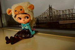 bramley (cybermelli) Tags: bridge beach hat island monkey jones doll dress roosevelt blouse mohair blonde sheet blythe custom takara dobby saffy queensboro squeaky twinky lalatroop