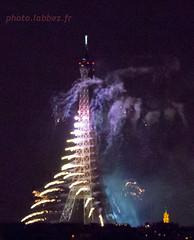 Feu d'artifice  la tour Eiffel 14 juillet 2016, fte nationale, Bastille day. (louis.labbez) Tags: light paris france tower tour fireworks lumire eiffel juillet iledefrance feu bastilleday artifice 14juillet 2016 ftenationale labbez