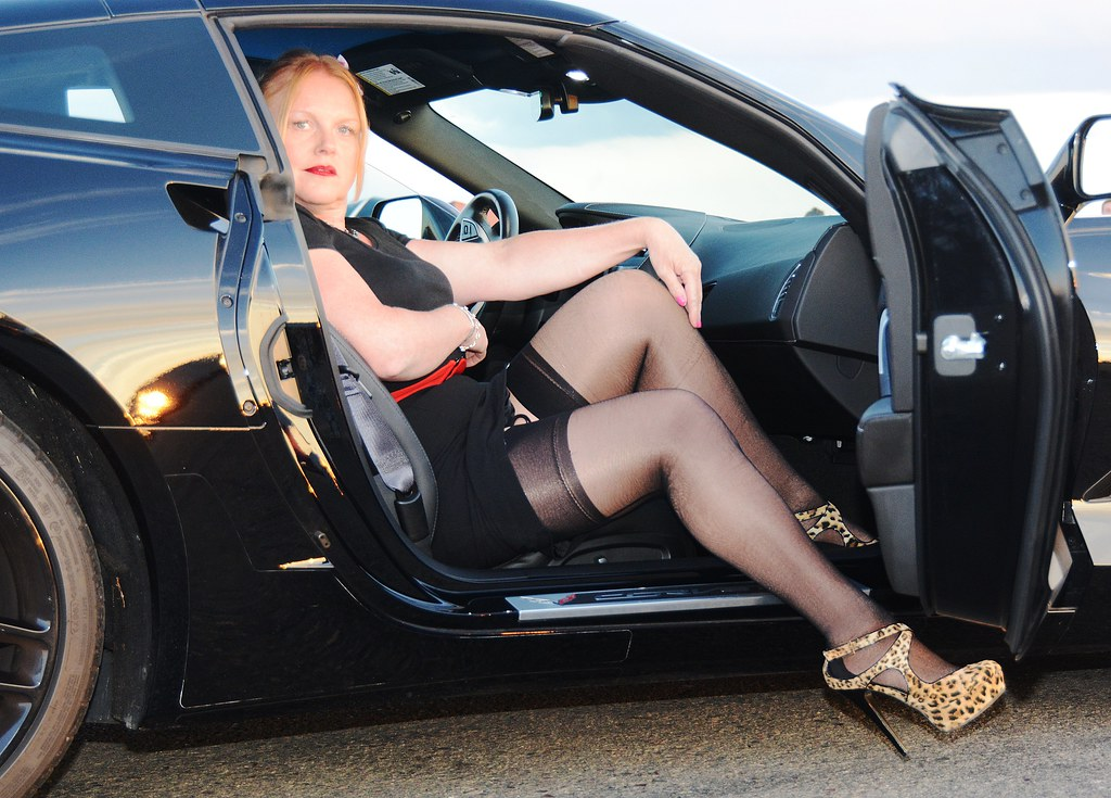 hot-sexy-milf-on-car