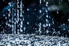 Fallwaters (Nomis.) Tags: canon eos 700d t5i rebel canon700d canoneos700d rebelt5i canonrebelt5i sk201608180404raweditlr sk201608180404 water drops droplets splash minimal abstract bokeh blur white blue liquid