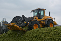 Volvo L70 G Loader on the silage pit (Shane Casey CK25) Tags: volvo l70 g loader silage pit clamp mitchelstown silage16 silage2016 grass grass16 grass2016 winter feed fodder county cork ireland irish farm farmer farming agri agriculture contractor field ground soil earth cows cattle work working horse power horsepower hp pull pulling cut cutting crop lifting machine machinery nikon d7100 tracteur traktori traktor trekker trator cignik crops collecting collect