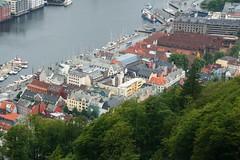 2016-07-18 S9 JB 100353b#acs20ER Bergen Brygge (cosplay shooter) Tags: unesco worldheritage unescoworldheritage hanse bergen norway norwegen norge floyen 201607 x201608 100b