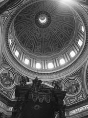 Rome: St. Peter's Basilica - Michelangelo's Dome (escriteur) Tags: img1093 rome roma saintpetersbasilica stpetersbasilica basilicadisanpietro vaticancity bernini baldachin michelangelo dome