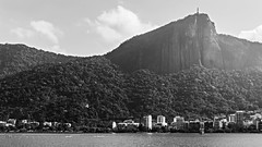 Lagoa olmpica / Olympic Lagoon (Pablo_Grilo) Tags: riodejaneiro rio2016 rio2016olympics olympics olimpiada olimpiadas blackandwhitephotogtaphy blackandwhite blackandwhitepic blackandwhitephoto bwphoto bwpic bw bwphotography fotografiaempb fotografiaempretoebranco fotoempb fotoempretoebranco pretoebranxo noir remo canoagem lagoa lagoarodrigodefreitas rodrigodefreitaslagoon 1650mm 1650 sonyalpha6000 sonya6000 a6000 alpha6000 cristoredentor christtheredeemer