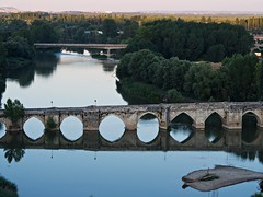 Sobre tus ojos pona (Jesus_l) Tags: europa espaa valladolid simancas puente jessl