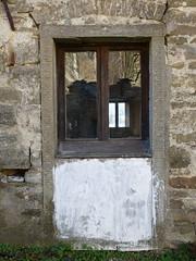 P1000133 (gzammarchi) Tags: italia natura finestra montagna sanpellegrino paesaggio verticale coppia riflesso rapezzo firenzuolafi