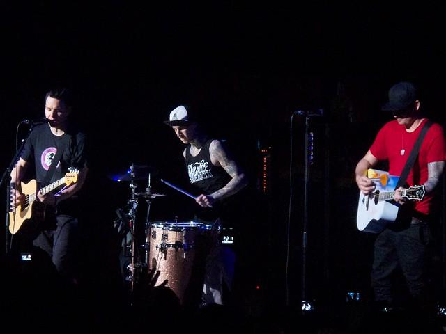 Blink 182, Brixton Academy 1