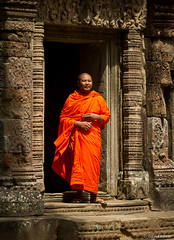 Devout One (davidkoiter) Tags: orange david standing canon temple eos cambodia robe buddhist monk doorway 7d april l series flowing angkor 70200 f4 2012 f4l koiter davidkoiter