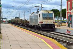 253-017-8 plataformas Pozaldez (6) jcs (ppcharly) Tags: valladolid rs locomotora bombardier renfe traxx traviesas plataformas elctrica mercancas pozaldez