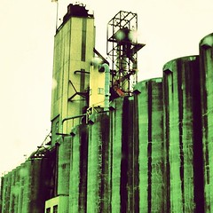 "Grain elevators #port #pdx #industry • <a style=""font-size:0.8em;"" href=""https://www.flickr.com/photos/61640076@N04/8425364882/"" target=""_blank"">View on Flickr</a>"