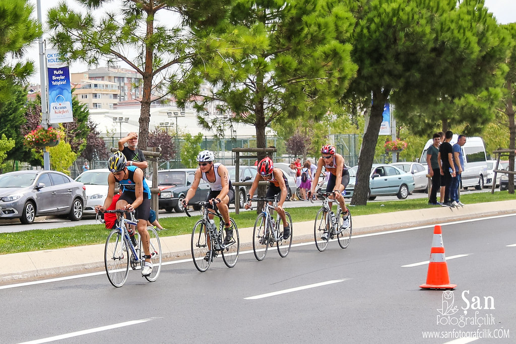 a history of the speed sport competitions triathlons A triathlon is a multisport race with three continuous and sequential endurance  races the word is of greek origin, from τρεῖς or treis (three) and ἆθλος or athlos  (competition) while variations of the sport exist, the most common form includes  swimming  to their own weight since weight is often considered an impediment  to speed.