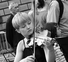 Fringe on the Mile 2016 0177 (byronv2) Tags: edinburgh edimbourg edinburghfestival edinburghfestivalfringe edinburghfringe edinburghfringe2016 edinburghfestivalfringe2016 fringe2016 fringe royalmile oldtown performer candid street peoplewatching woman girl pretty beautiful music musician violin violinist youngwoman young blackandwhite blackwhite bw monochrome