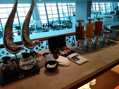 Juices and tea (A. Wee) Tags: jakarta 雅加达 indonesia 印尼 airport 机场 cgk soekarnohatta terminal3 garudaindonesia lounge
