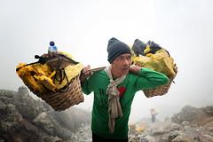 java - ijen (peo pea) Tags: ijen giava java indonesia crater cratere vulcano volcano zolfo sulfur miners minatore minatori hard work reportage leica leicaq